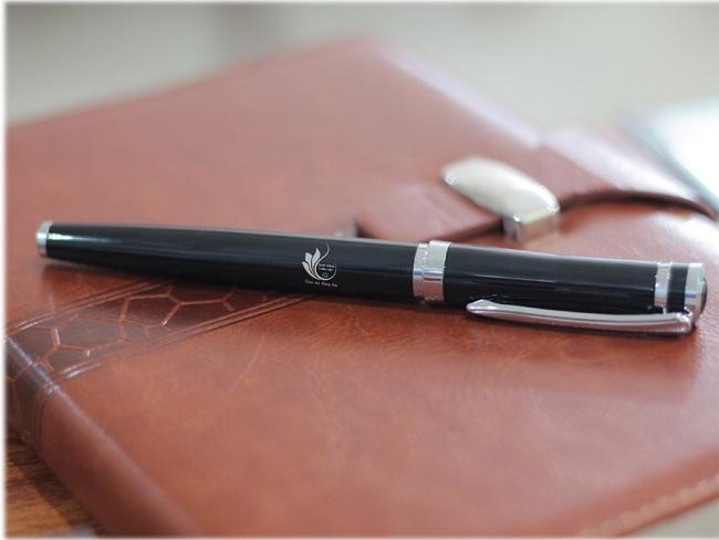 Chọn bút có in logo doanh nghiệp làm quà tặng có ý nghĩa gì