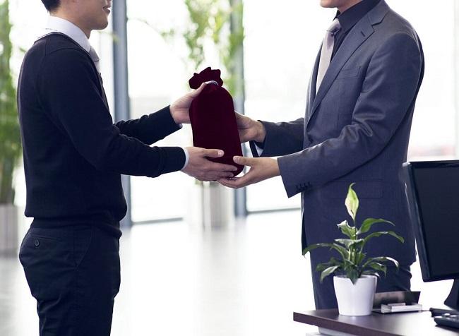 khó khăn khi lựa chọn quà tặng cho các đối tác?