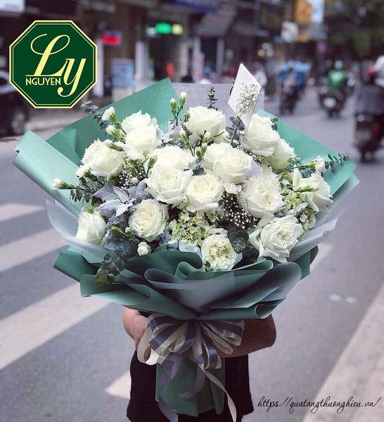 dùng hoa làm quà tặng