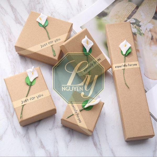 hộp quà tặng bằng giấy kraft