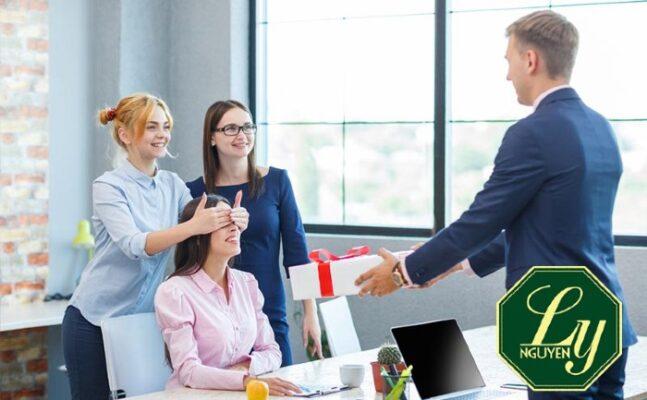 Tết tặng quà gì cho sếp và khách hàng